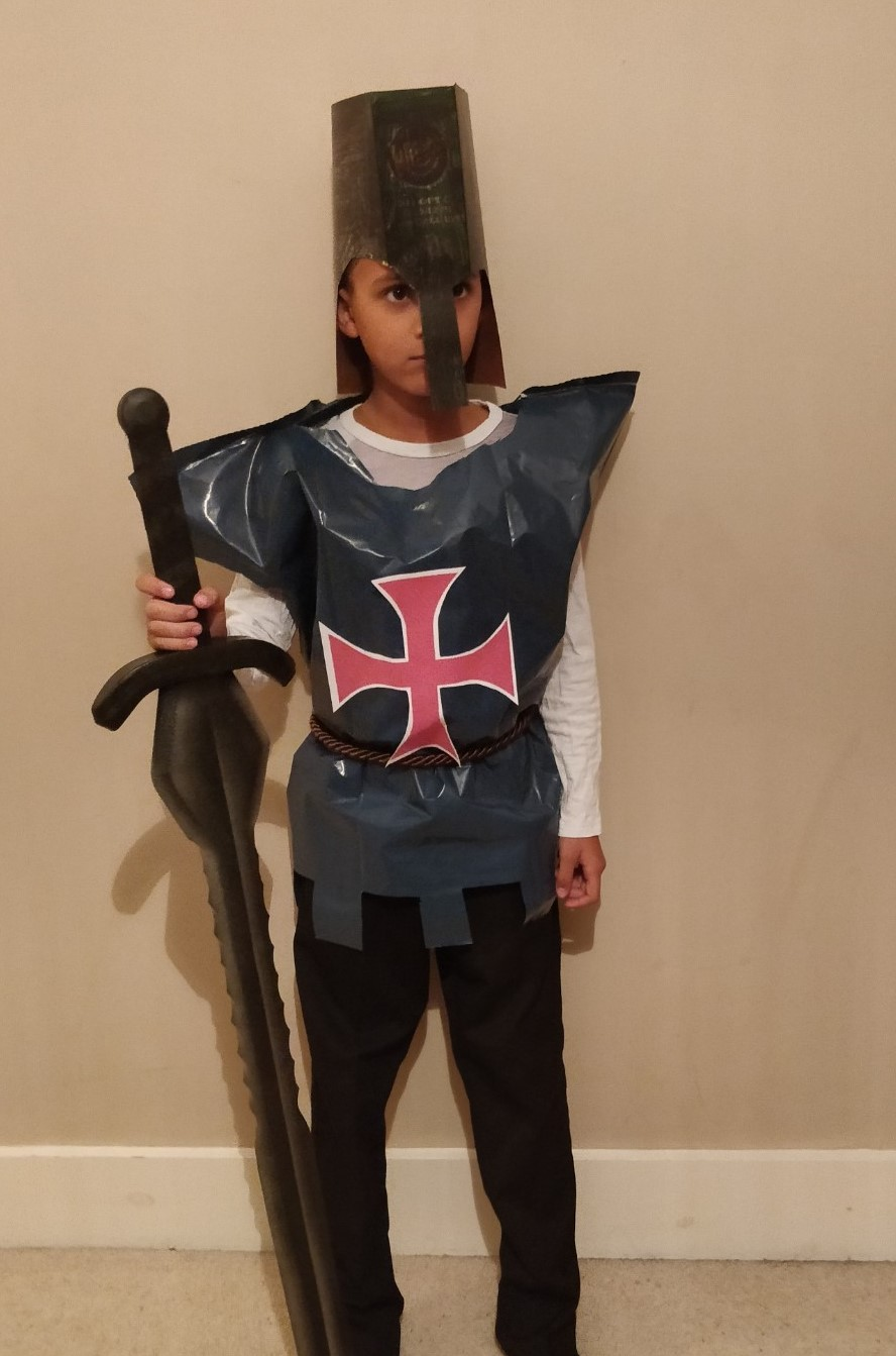 Last minute Halloween costume quick and easy the Templar - Quick and easy last minute Halloween costumes for kids