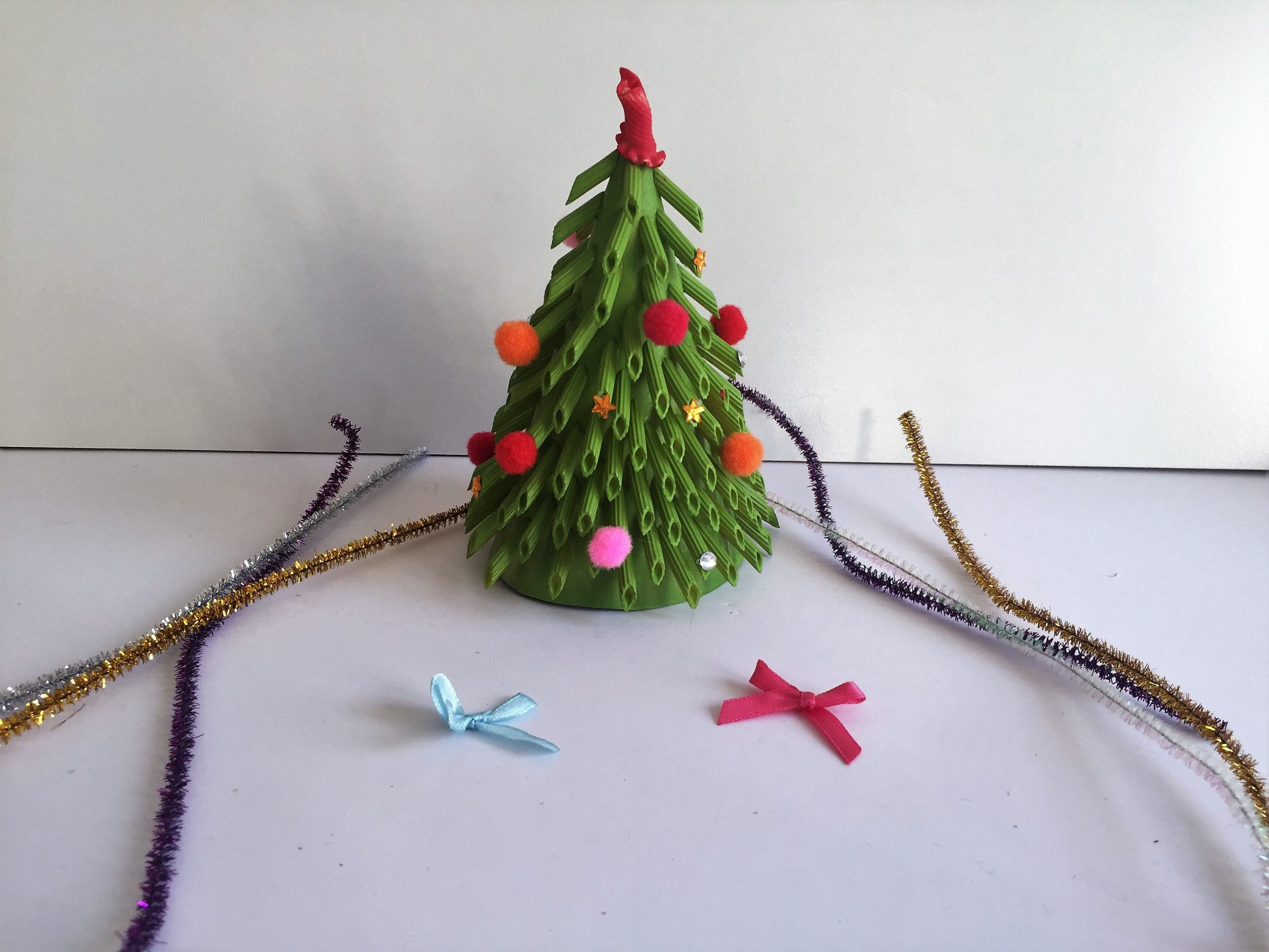 Christmas Tree crafts - Pasta crafts model
