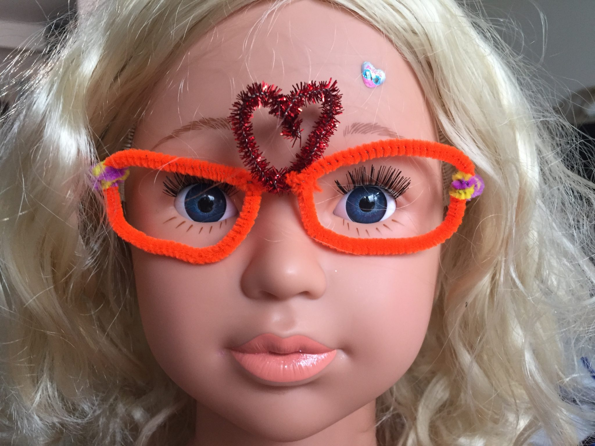 Valentines pipe cleaner glasses heart
