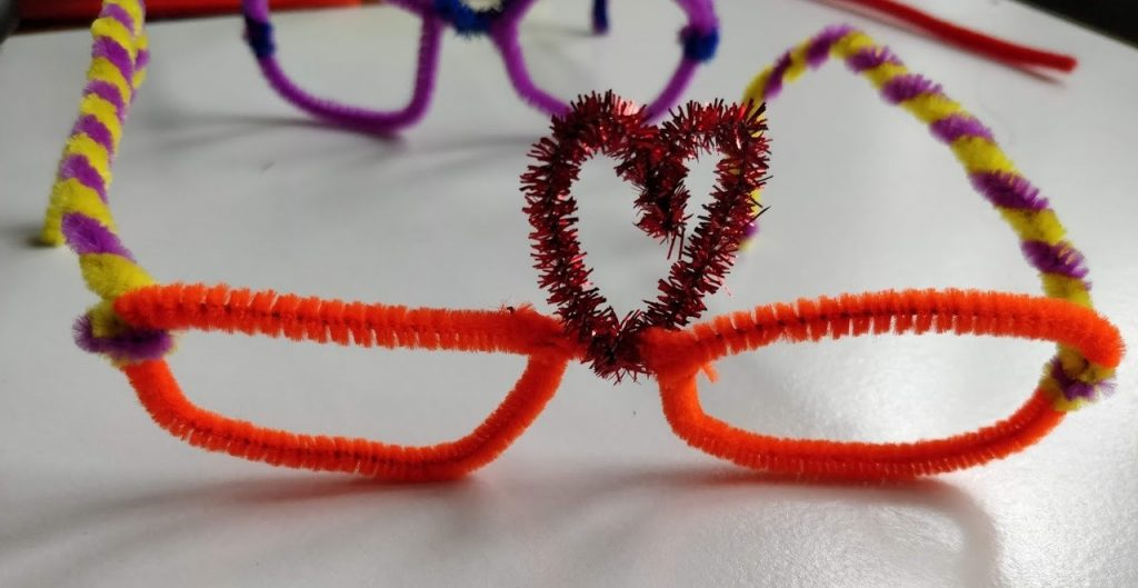 Valentines pipe cleaner glasses - Last step
