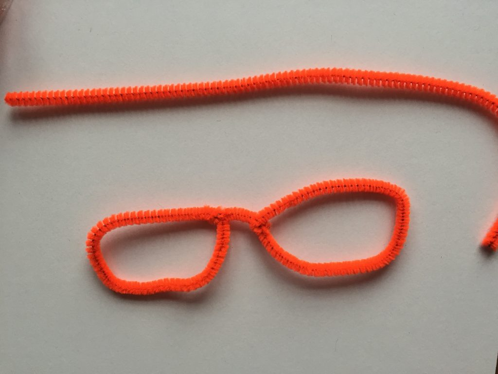 Valentines pipe cleaner glasses - step 1