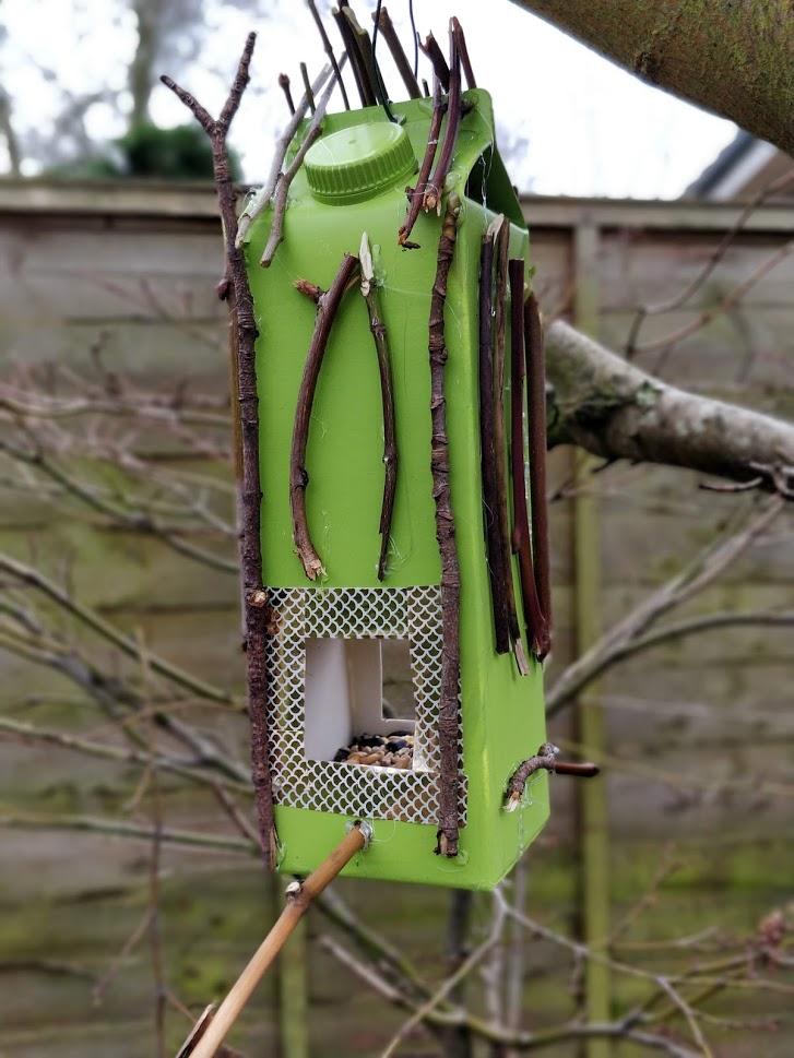 VDIY Bird feeders from milk cartons